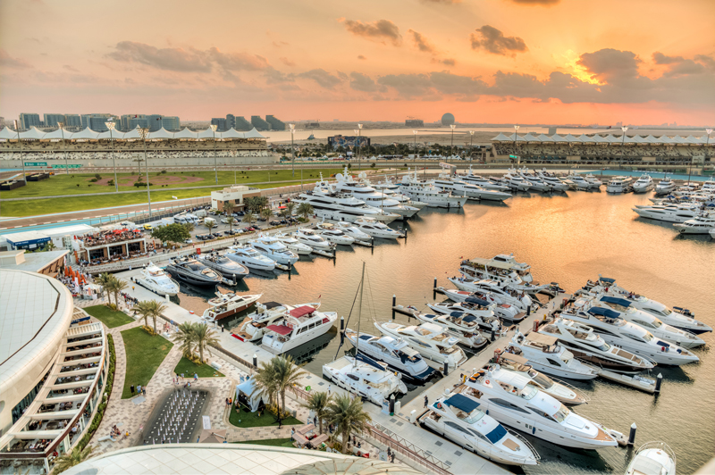 YasMarina_Sunset-over-the-marina