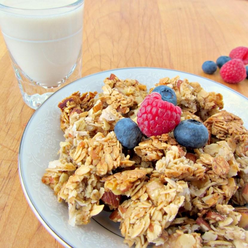 No-Stir Honey Almond Granola | A baJillian Recipes
