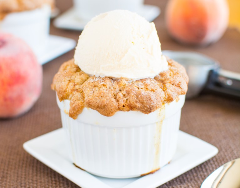 Peach-Snickerdoodle-Cobbler-abajillianrecipes.com