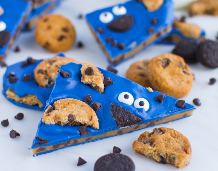 Delicious AND adorable, this Cookie Monster Bark is stuffed with sweet chocolate chip cookie dough and topped with Oreos, Chips Ahoy cookies, and chocolate chips!