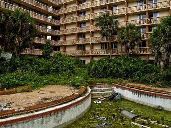 Colony Plaza Hotel