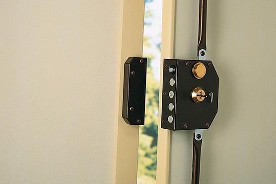 Porte blindées avec serrures en applique