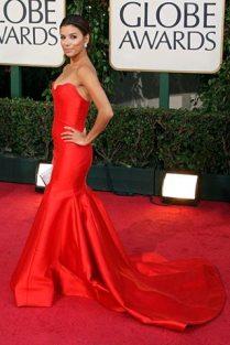 Eva Longoria en un hermoso vestido rojo de corte sirena