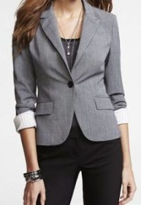 Consejos-de-moda:-blazer-con-un-solo-botón-como-prenda-básica-y-con-estilo-en-blog-Abril-Moda