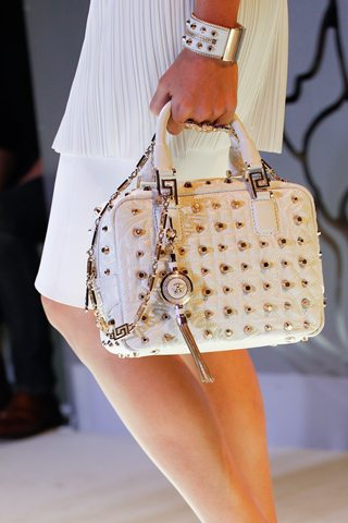 Bolso decorado de Versace
