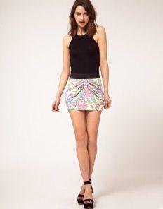 faldas-inadecuadas-para-piernas-cortas-en-consejos-blog-ABRIL-Moda:-minifalda-entallada
