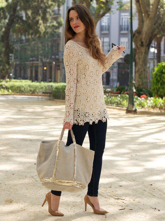 Look sofisticado de verano, utilizando una blusa de crochet