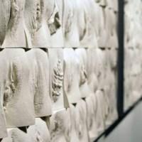 Artista inglese crea la Grande Muraglia delle Vagine