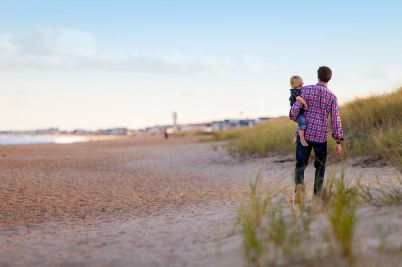 orang tua yang bertanggung jawab mendidik anak