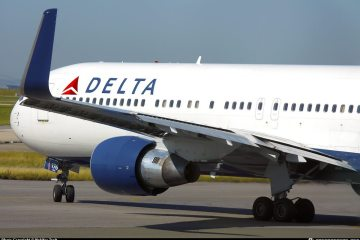 Delta Air Gives Out Pizza