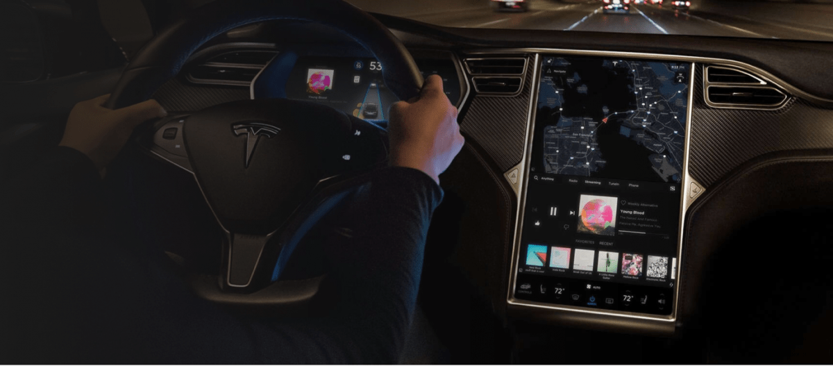 The on board computer system for driverless experience. Copyright of www.tesla.com