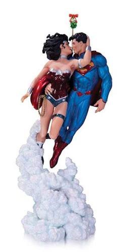 SupermanWonderWoman_MiniStatue
