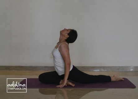 gerakan split yoga 1 lord of dance atau natarajasana