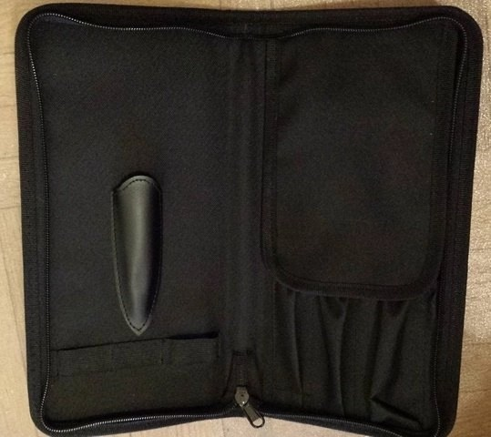 this is my photo of the actual traveling case you get with the WÜSTHOF traveler set