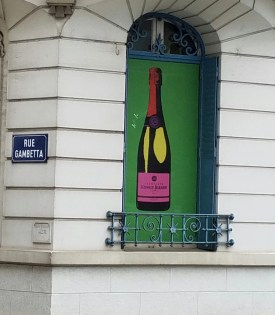 Epernay welcomes you with tasting rooms