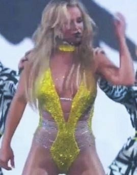 Britney Spears performs at the MTV Awards August 2016