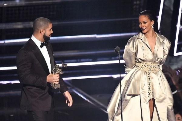 Rihanna and Drake at the 2015 MTV VMA awards