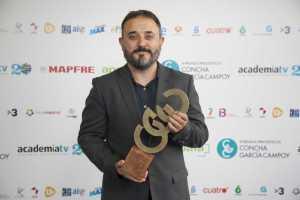 El periodista científico y socio AECC, Antonio Martínez Ron, recibió el premio Concha García Campoy.