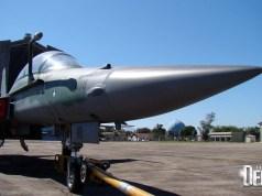 F-5FM 4808 em 2012 em Santa Cruz com Hangar do Zeppelin ao fundo - foto Nunao