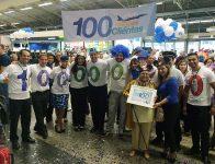 A cliente número 100.000.000, Dona Benta, ganhou  um presente inesquecível: um pacote completo para Orlando.