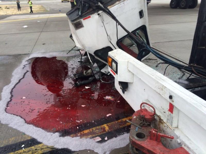 [Internacional] Ed Force One é danificado em Santiago durante reboque. Ed-force-one-acidente-iron-maiden-chile-5