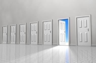 目の前の扉を開けよう