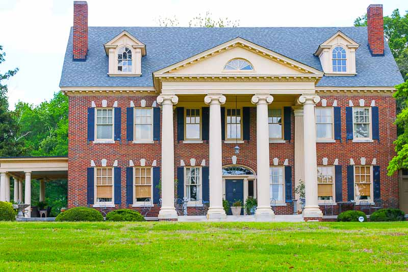The Bentley is Kinston's finest Bed and Breakfast Inn. The beautiful Inn is full of charm and winsomeness that is matched with exceptional hospitality from it's owners, Linda and Ward. The magnificent inn is also just a brisk walk away from the famous Chef and Farmer restaurant.