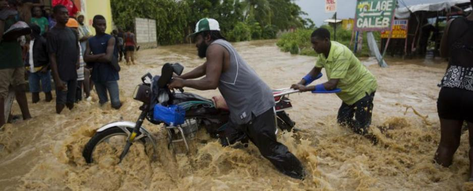 Hurricane Matthew Kills Over 900 and Displaces Thousands in Haiti
