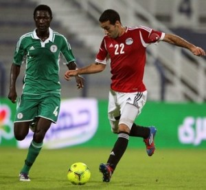 Egypt's Mohammed Abu Trika (R) advances