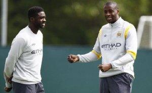 Manchester_City_les_freres_Toure_decouvrent_les_chants_d_honneur_des_supporters