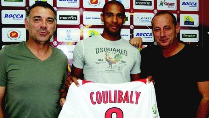 joueur-footballeur-gary-coulibaly-ajaccio-cote-entraineur-coach