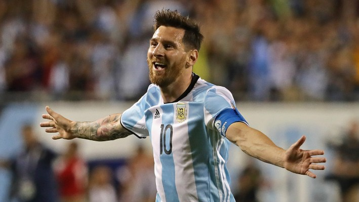 CHICAGO, IL - JUNE 10:  Lionel Messi #10 of Argentina celebrates his second goal against Panama during a match in the 2016 Copa America Centenario at Soldier Field on June 10, 2016 in Chicago, Illinois. Argentina defeated Panama 5-0.  (Photo by Jonathan Daniel/Getty Images)