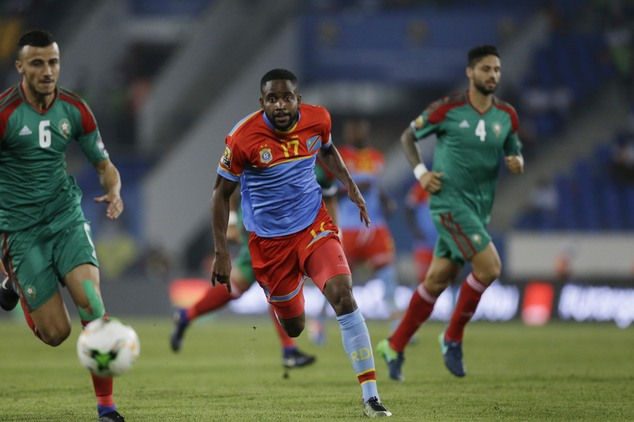 Congo's Cedric Bakambu, centre, chases the ball, with Morocco's Ghanem Saiss, left, and Manuel Trinidad, right, during their African Cup of Nations Group C soccer match between Congo and Morocco at the Stade de Oyem in Oyem, Gabon, Monday Jan. 16, 2017. (AP Photo/Sunday Alamba)