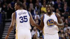 kevin-durant-draymond-green-golden-state-warriors-2017-basket_92755db68e8a6172a296be2db44f40b4