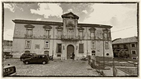 """Il Palazzo De Conciliis noto anche come """"Victor Hugo"""" di Avellino."""
