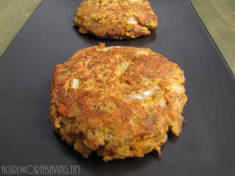 Paleo Super Easy Salmon Cakes