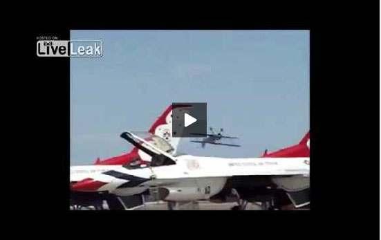 بالفيديو: مقتل قائد طائرة بعد سقوطها خلال استعراض في كليفورنيا