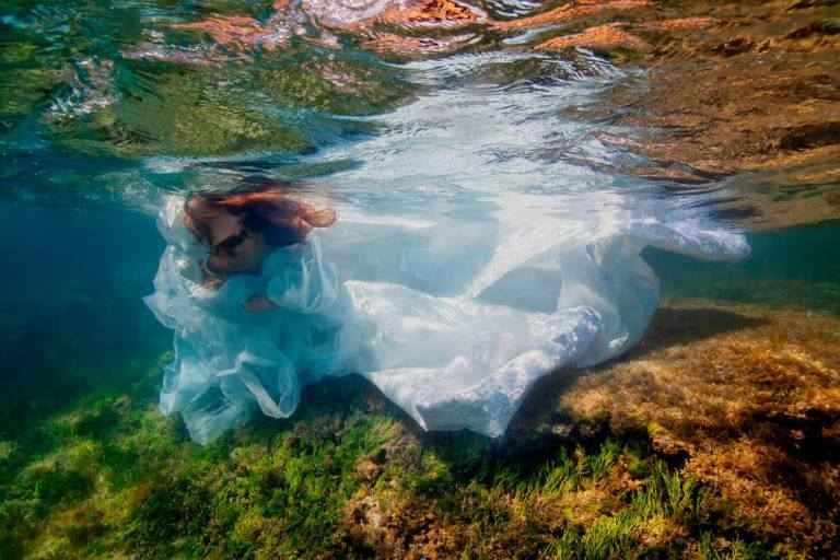 صور عرائس داخل الماء