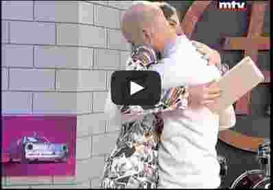 بالفيديو.. شاب يطلب الزواج من حبيبته على الهواء مباشرة