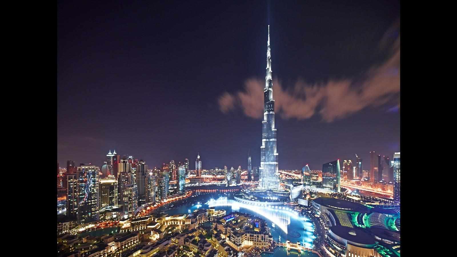 بالفيديو احتفالات رأس السنة في برج خليفة بدبي 2015