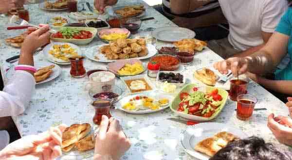صيام شهر رمضان و الأطعمة التي يفضل تجنبها خلاله