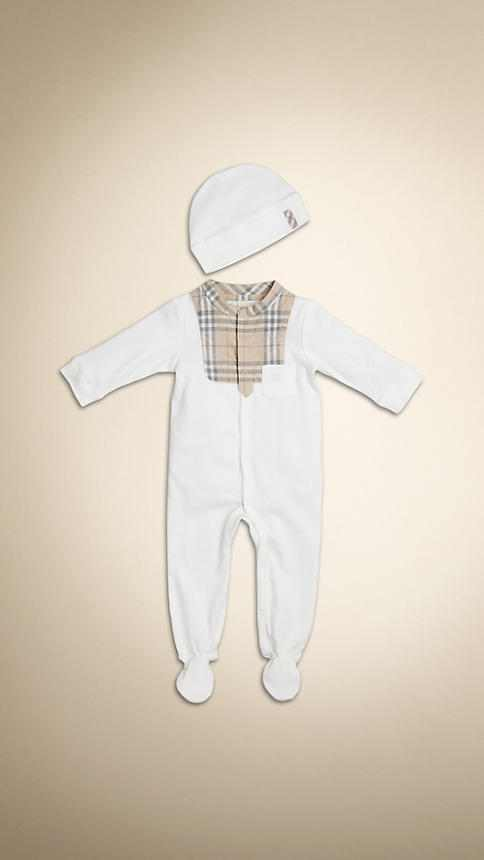 ملابس للطفل الرضيع