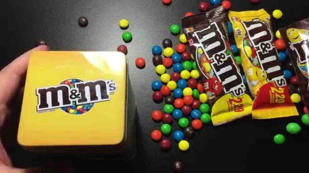 اسباب تدفعك لعدم وضع شوكولاتة M & M مرة أخرى في فمك