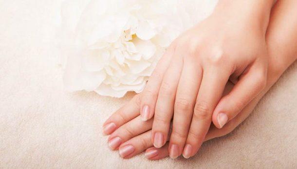 علاج تشقق اليدين في الشتاء بمواد طبيعية لتبقى ناعمة و طرية