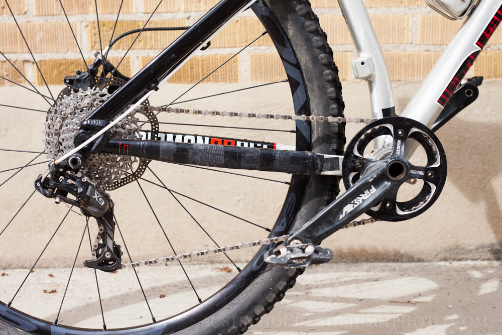 The 1x10 crank and drivetrain and thick rear chainstays of the hardtail