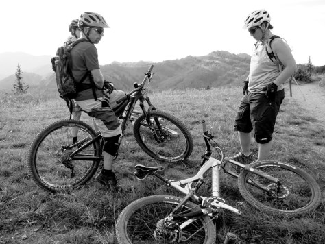 Re, Adam, and Jen discuss the Yeti 575 and the new Santa Cruz Bronson mountain bike before dropping back into the Crest trail