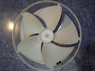 Se puede pegar o reapara el aspa rota del aire acondicionado