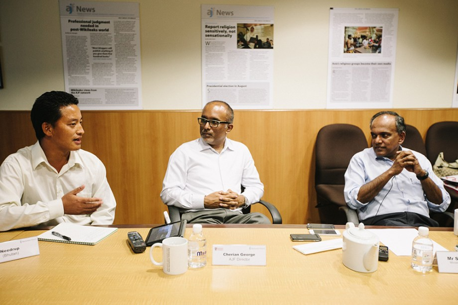 Singapore Law and Foreign Affairs Minister K. Shanmugam (right) at a dialogue with Fellows in 2013.
