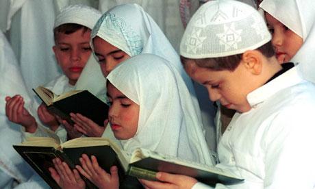 5 Posisi Anak Bagi Orangtua dalam Al Qur'an