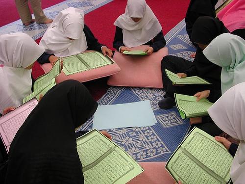 Pentingnya Bekal-Bekal Al Qur'an Bagi Setiap Muslimah